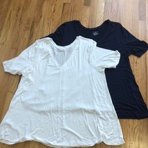 2 pack! Super stretchy short sleeve tees